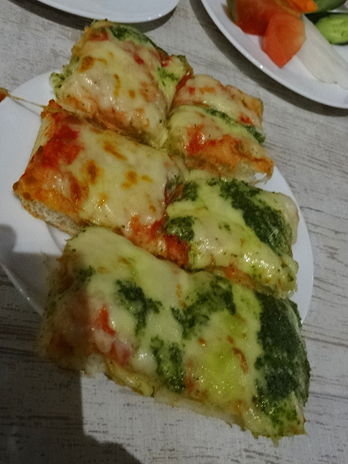23焼き立てピザ