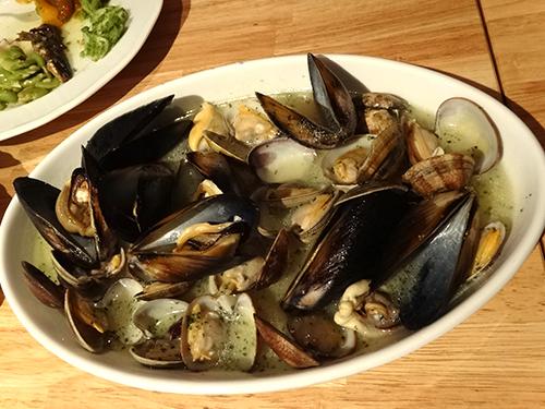 30ムール貝とアサリのガーリックソテー