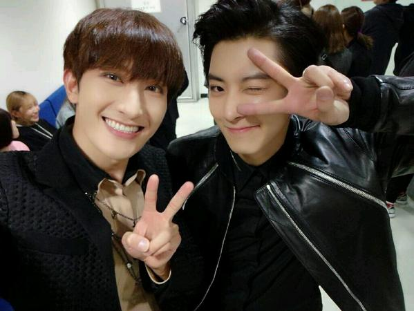 141109 Zhoumi selca with Chanyeol