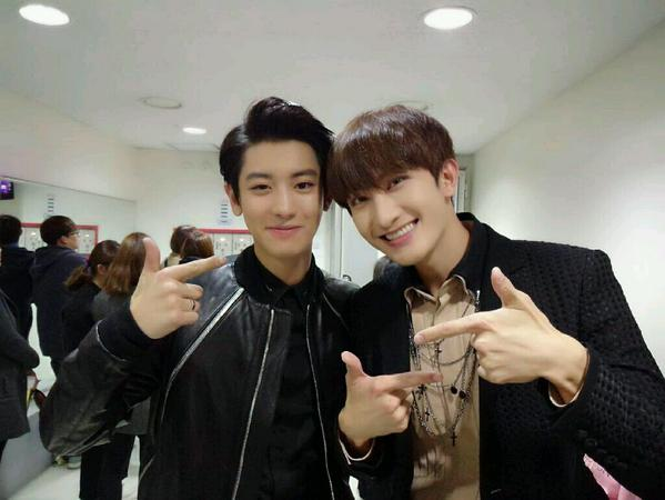 141109 Zhoumi selca with Chanyeol-1