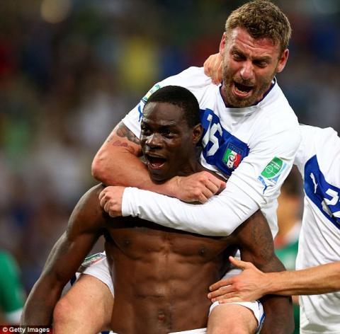 イタリア代表バロテッリ「警告2回で出場停止と知らなかった」