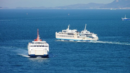 800px-Ferries_on_the_Utaka_line.jpg