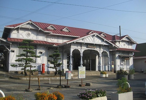 800px-Hamaderakoen_Station2.jpg