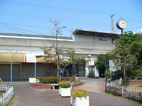 800px-Kyarabashi_station_frontview.jpg