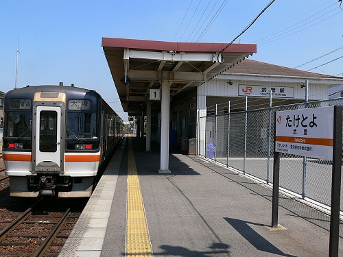 800px-Taketoyo-station-premises.jpg