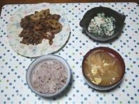 10/22 夕食 牛肉とレンコン炒め、ほうれん草の白和え、玉々味噌汁、雑穀ごはん