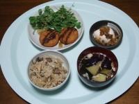 10/24 夕食 チーズインコロッケ、冷奴、揚げナスの味噌汁、キノコの炊き込みご飯