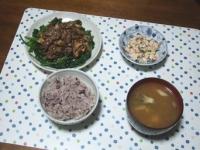10/27 夕食 牛肉とマイタケのオイスター炒め、こんにゃくの白和え、シメジといんげんと油揚げの味噌汁、雑穀ごはん