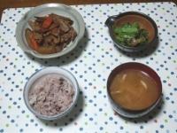 11/13 豚肉とごぼうのきんぴら風、小松菜のザーサイ和え、豚汁、雑穀ごはん