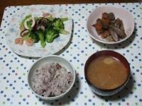 11/13 海老とイカとブロッコリーのペペロンチーノ、豚汁、豚肉とゴボウのきんぴら、雑穀ごはん