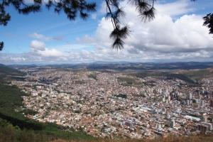 Poco_de_Caldas_hill_1410-102.jpg
