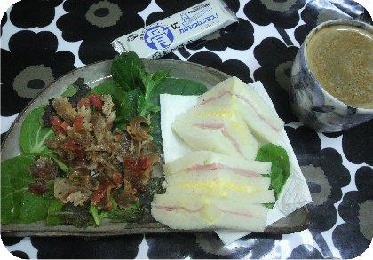 1-28カリカリ豚サラダとサンドイッチ
