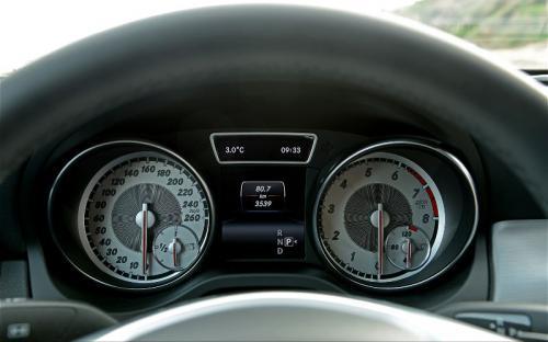 2014-Mercedes-Benz-CLA250-instrument-cluster-2.jpg