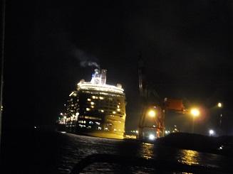 13クレーンと客船