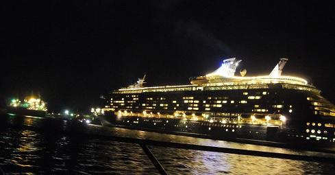 15客船と船
