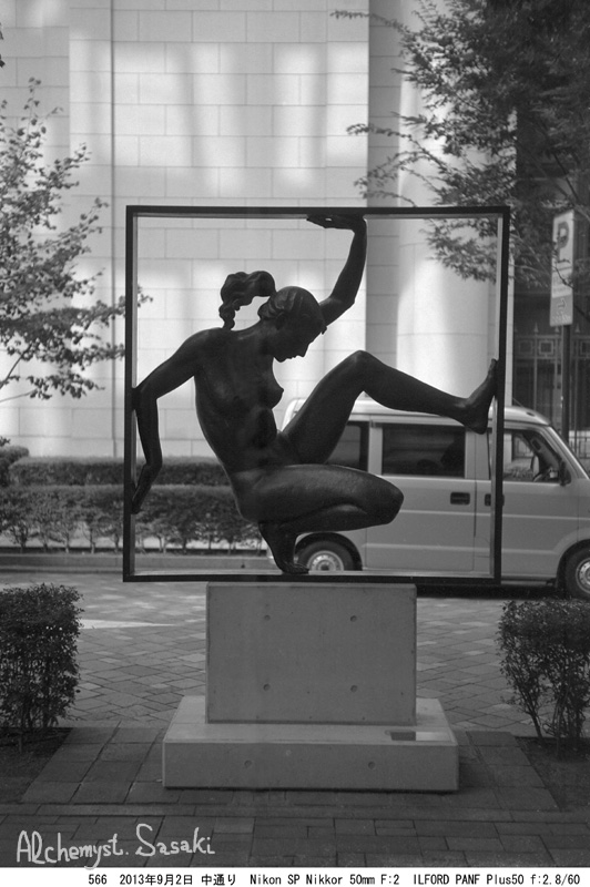 街に出た彫像566-15
