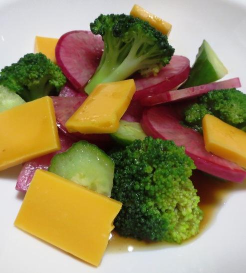 ブロッコリーと赤大根のサラダ B