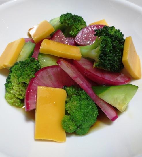 ブロッコリーと赤大根のサラダ 大