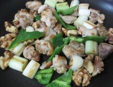 鶏肉とくるみの和風炒め 調理④