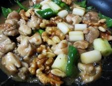 鶏肉とくるみの和風炒め 調理⑥