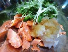 鮭とカイワレのおろし和え 調理