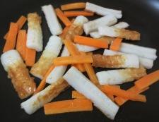 竹輪とねぎのピリ辛炒め 調理①