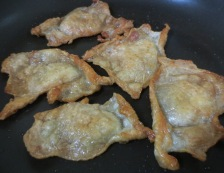 鶏皮のおろしわさび添え 調理①