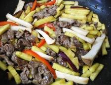 牛肉とさつまいもの炒め 調理④