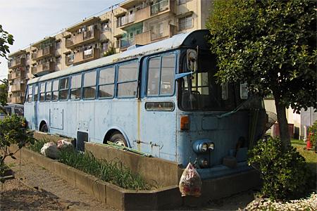 城浜団地の廃バス01