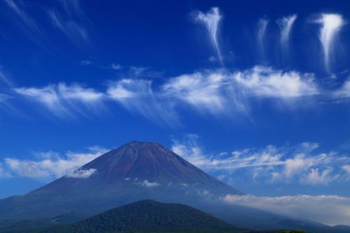 雲の彩る霊峰富士