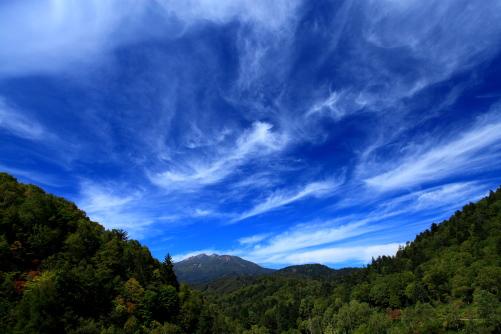 絹雲の映える乗鞍岳