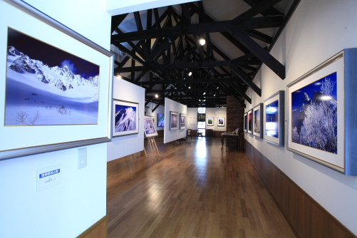 展示ホール南側を西から入れ口方面を見ている