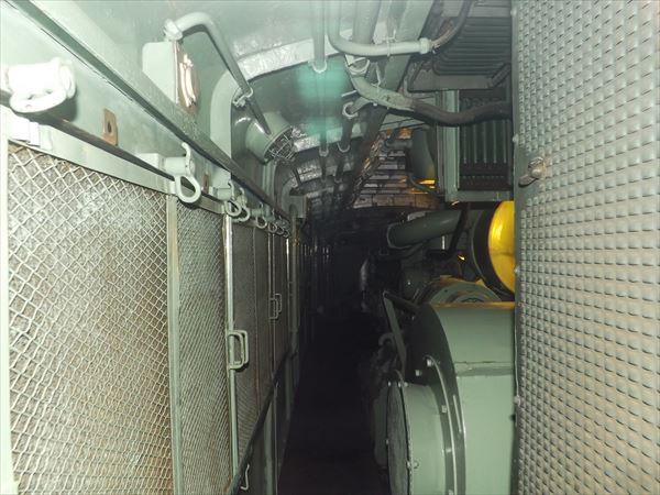 運転室からエンジンルーム