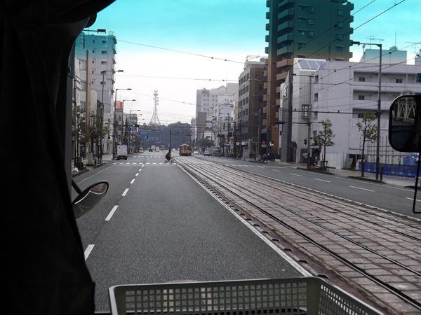 県道松山港線を東へ