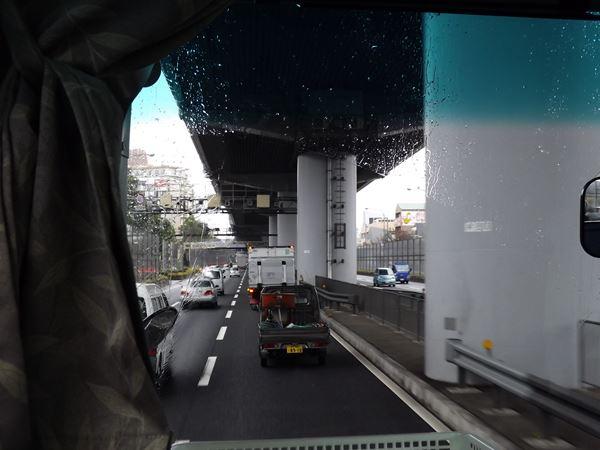 阪神高速の真下をゆく