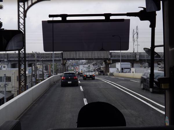 新幹線をくぐって
