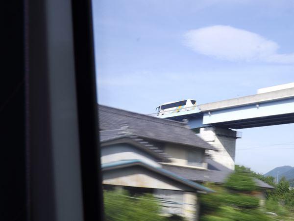 松山EXPと並走