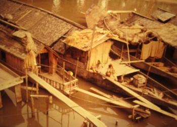 ダル湖に浮かぶハウスボート(安いもの)