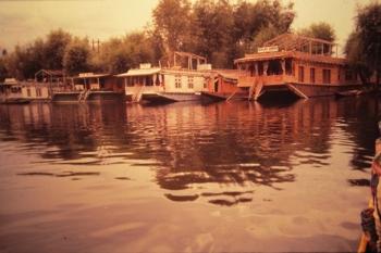 ダル湖に浮かぶハウスボート(豪華版)