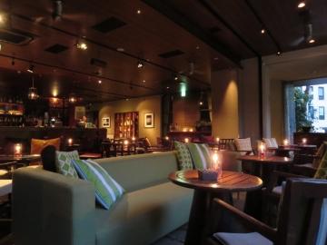 カフェ&バー店内 (2)