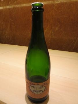 面白いボトル。店のワインは今や全てビオだとか