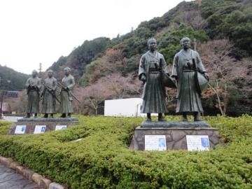 野村和作像、天野清三郎像、伊藤博文像、木戸孝允像、山県有朋像
