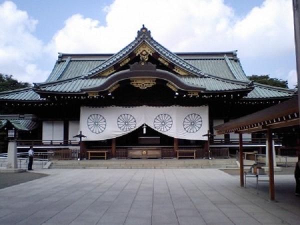yasukuni1-e1375458349469.jpg