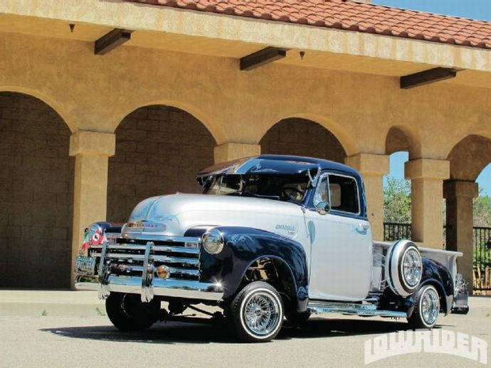 lrmp-1301-01-o-1951-chevrolet-3100-pick-up-midnight-blue-paintjob.jpg