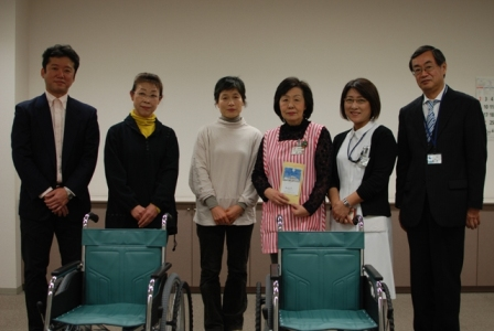 20121214市立病院車椅子寄付1