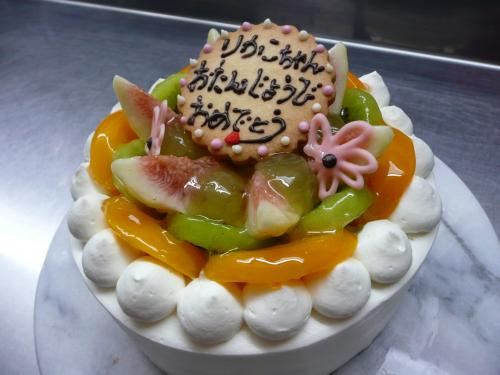 フルーツいっぱい夏のバースデーケーキ