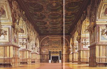 フォンテーヌブロー宮殿・舞踏会の広間