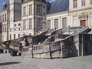 馬蹄形の階段