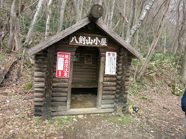 八剣山 小屋