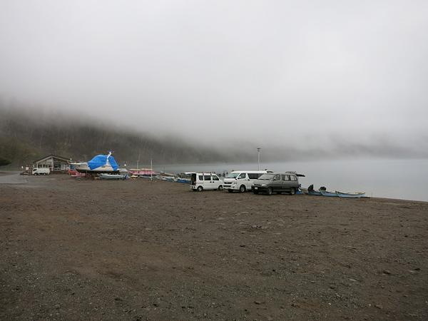 霧の支笏湖 ポロピナイキャンプ場
